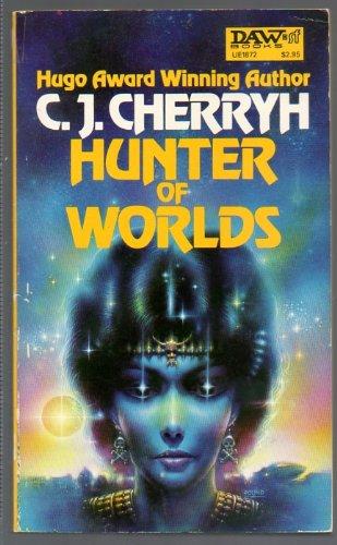 9780879978723: Hunter of Worlds (Alliance-Union Universe)