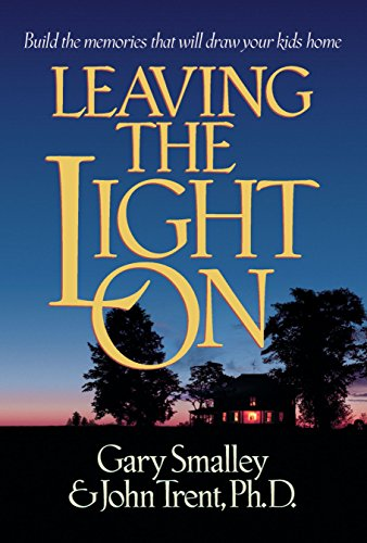 9780880708401: Leaving the Light On: Build the Memories that Will Draw Your Kids Home