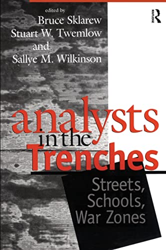9780881633450: Analysts in the Trenches: Streets, Schools, War Zones