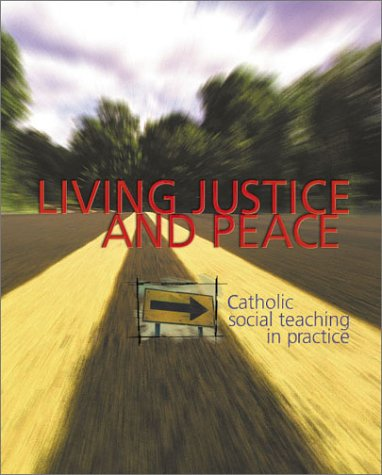 9780884896326: Living Justice and Peace: Catholic Social Teaching in Practice