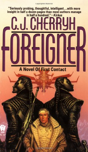 9780886776374: Foreigner: A Novel of First Contact