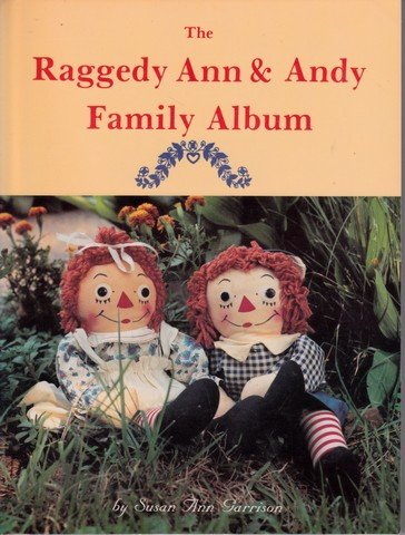 9780887401787: The Raggedy Ann and Andy Family Album