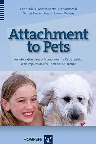 9780889374423: Attachment to Pets: An Integrative View of Human-Animal Relationships with Implications for Therapeutic Practice