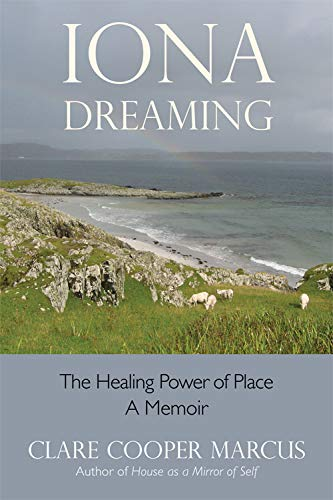9780892541577: Iona Dreaming: The Healing Power of Place