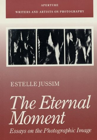 9780893813604: The Eternal Moment: Essays on the Photographic Image (Aperture Writers & Artists on Photography)
