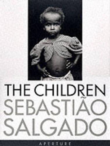 9780893818944: Salgado, Sebastiao: The Children: Refugees and Migrants
