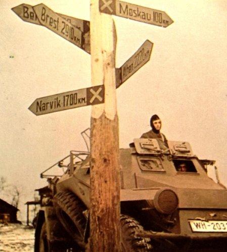 9780894040436: Waffen SS in Russia (World War II Photo Album)