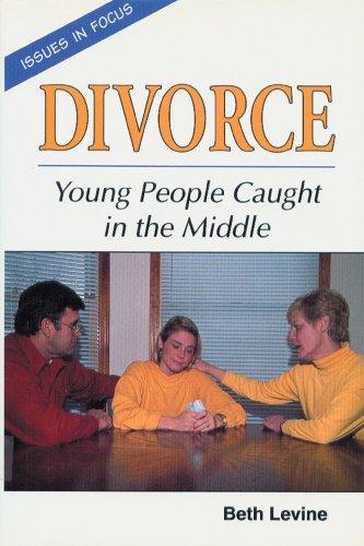 9780894906336: Divorce: Young People Caught in the Middle (Issues in Focus)