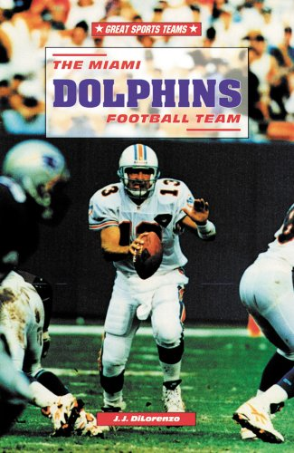 9780894907968: The Miami Dolphins Football Team (Great Sports Teams)