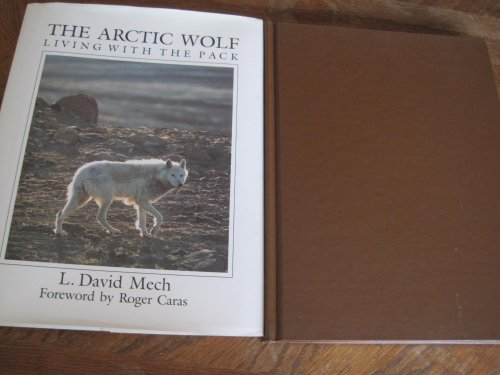 9780896580992: The Arctic wolf: Living with the pack