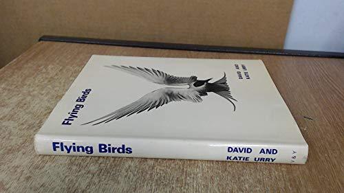 9780900776021: Flying Birds