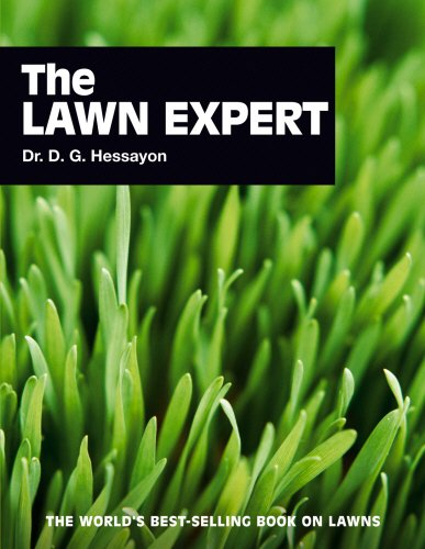9780903505482: The Lawn Expert: The world's best-selling book on lawns