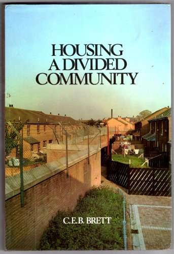 9780906980491: Housing a Divided Community