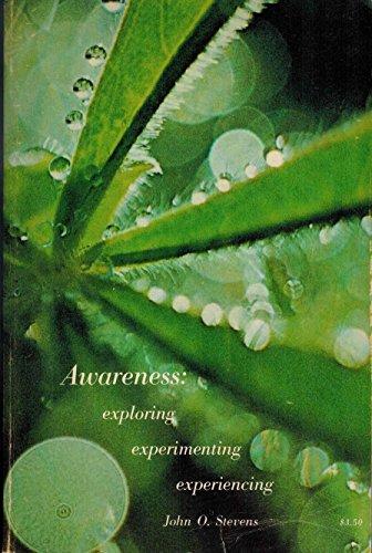 9780911226119: Awareness: Exploring, Experimenting, Experiencing