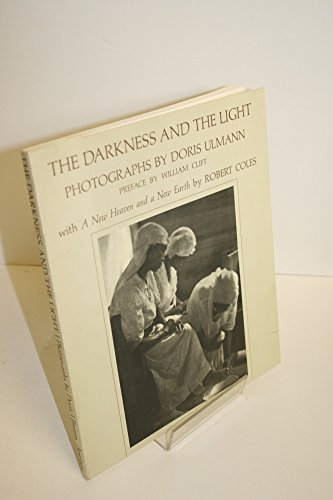 9780912334646: The darkness and the light: Photographs