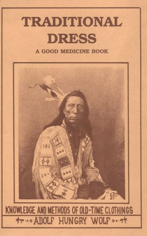 9780913990728: Traditional Dress: Knowledge and Methods of Old-Time Clothings (A Good Medicine Book)