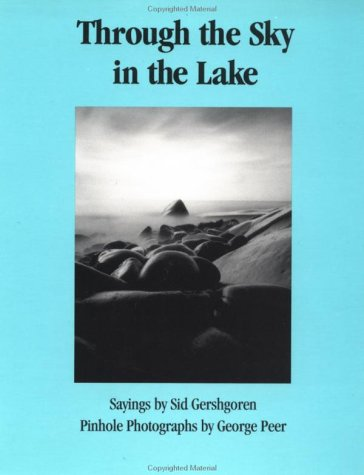 9780915943609: Through the Sky in the Lake: Sayings and Photographs