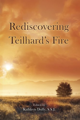 9780916101657: Rediscovering Teilhard's Fire