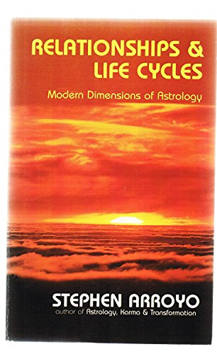 9780916360122: Relationship and Life Cycles: Modern Dimensions of Astrology