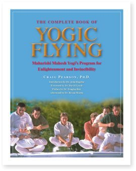 9780923569273: The Complete Book of Yogic Flying