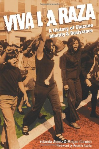 9780932323286: Viva La Raza: A History of Chicano Identity and Resistance