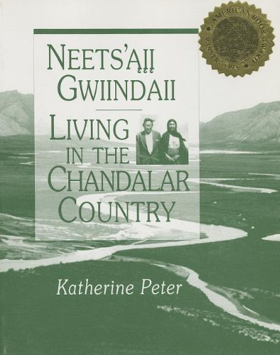 9780933769113: Neets'aii Gwiindaii: Living in the Chandalar Country (Chazen Museum of Art Catalogs)