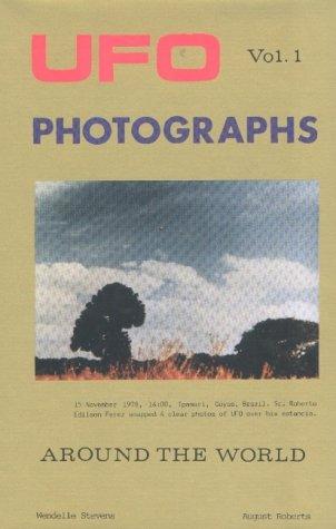 Ufo Photographs Around the World Volume 1: Stevens, Wendelle C.;