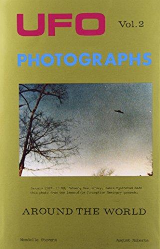 9780934269018: UFO Photographs Around the World, Vol. 2