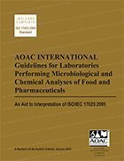 9780935584813: Aoac International Guidelines Performing Microbiological and Chemical Analyses of Food and Pharmaceuticals - An Aid to Interpretation of ISO/Iec 17025