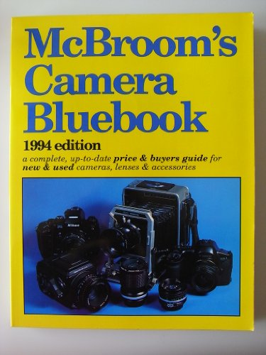 9780936262215: McBroom's Camera Bluebook (McBroom's Camera Bluebook: A Complete Up-To-Date Price & Buyer's Guide to Cameras, Lenses, & Accesso)