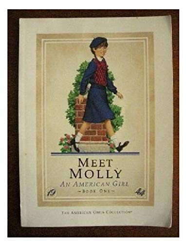 9780937295076: Meet Molly, An American Girl: 1944 - Book One (American Girls Collection)