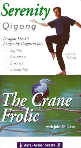 9780938045205: Serenity Qigong: The Crane Frolic [VHS]