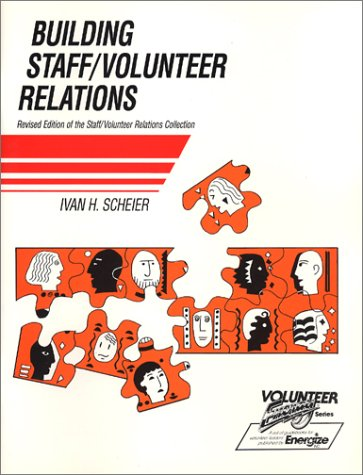 9780940576148: Building Staff : Volunteer Relations (Volunteer energy series)
