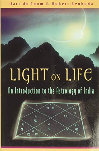 9780940985698: Light on Life: An Introduction to the Astrology of India
