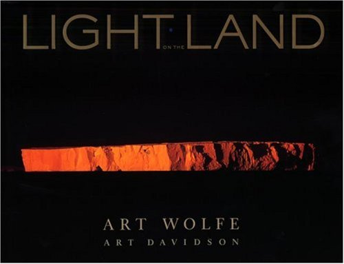 9780941831659: Light on the Land (Earthsong Collection)
