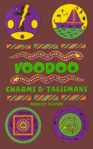 9780942272505: Voodoo Charms & Talismans