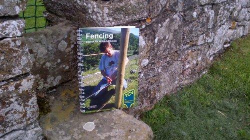 9780946752294: Fencing: A Practical Handbook