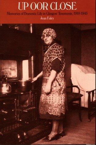 9780951312452: Up Oor Close: Memories of Domestic Life in Glasgow Tenements, 1910-1945