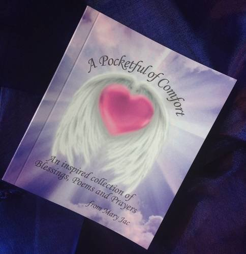 9780956987020: A Pocketful of Comfort: An Inspired Collection of Blessings, Poems and Prayers