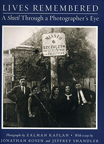 9780960997091: Lives Remembered: A Shtetl Through a Photographers' Eye