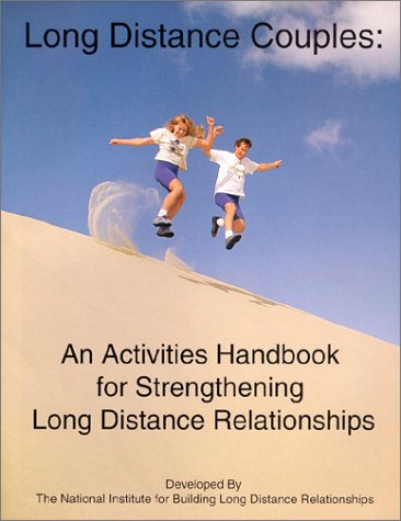 9780967359939: Long Distance Couples: An Activities Handbook for Strengthening Long Distance Relationships