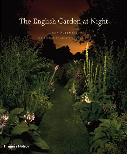 The English Garden at Night (Hardcover): Linda Rutenberg