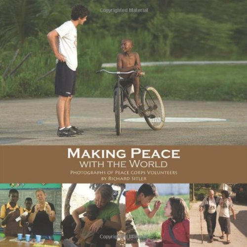 9780982261989: Making Peace with the World: Photographs of Peace Corps Volunteers