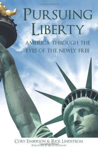 9780982696613: Pursuing Liberty: America Through the Eyes of the Newly Free