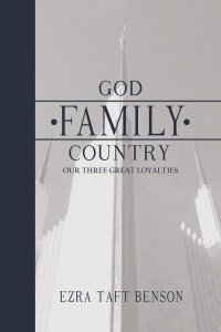 9780984397259: God Family Country