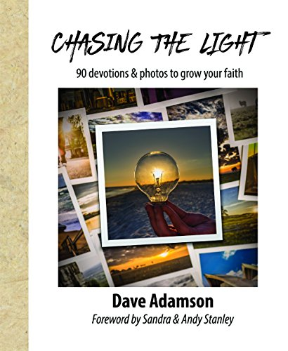 9780997636802: Chasing The Light: 90 Devotions & Photos to Grow your Faith