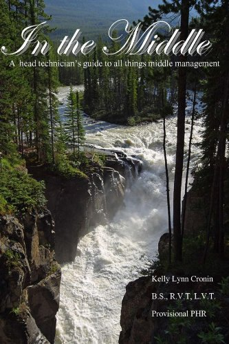 In The Middle- A Head Technician's Guide To All Things Middle Management: Cronin, Kelly Lynn