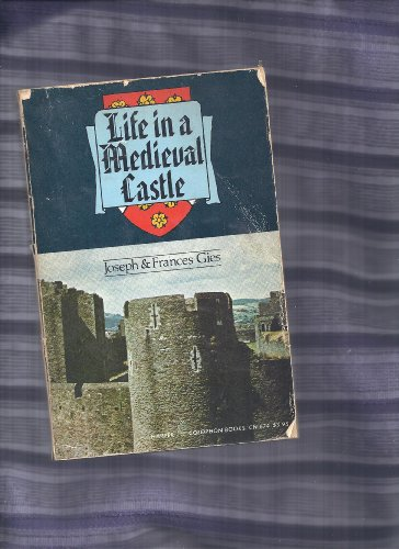 9781121341142: Life in a Medieval Castle