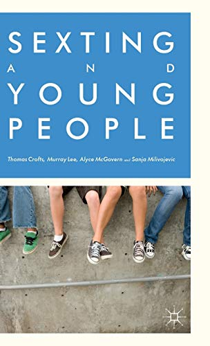 9781137392800: Sexting and Young People