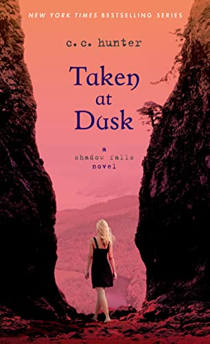 9781250046819: Taken at Dusk: A Shadow Falls Novel